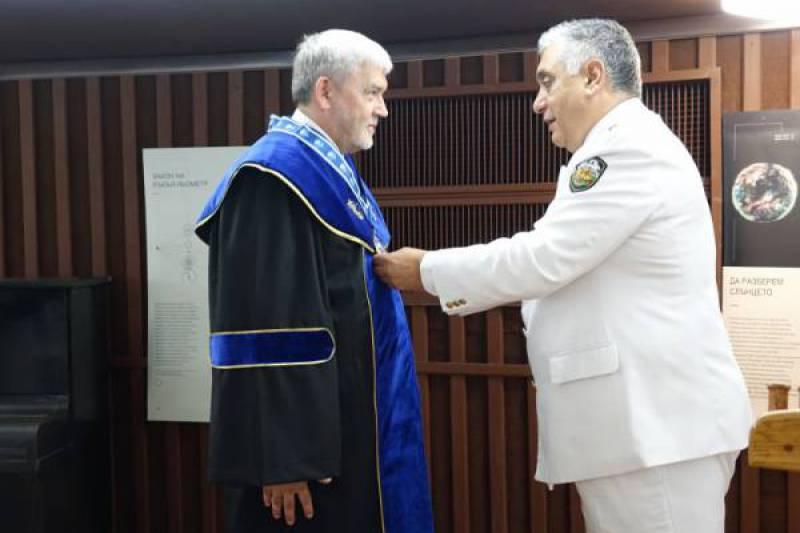 Kontradmirał prof. Tomasz Szubrycht doktorem honoris causa